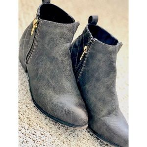 Ankle booties with zippers size 6.5